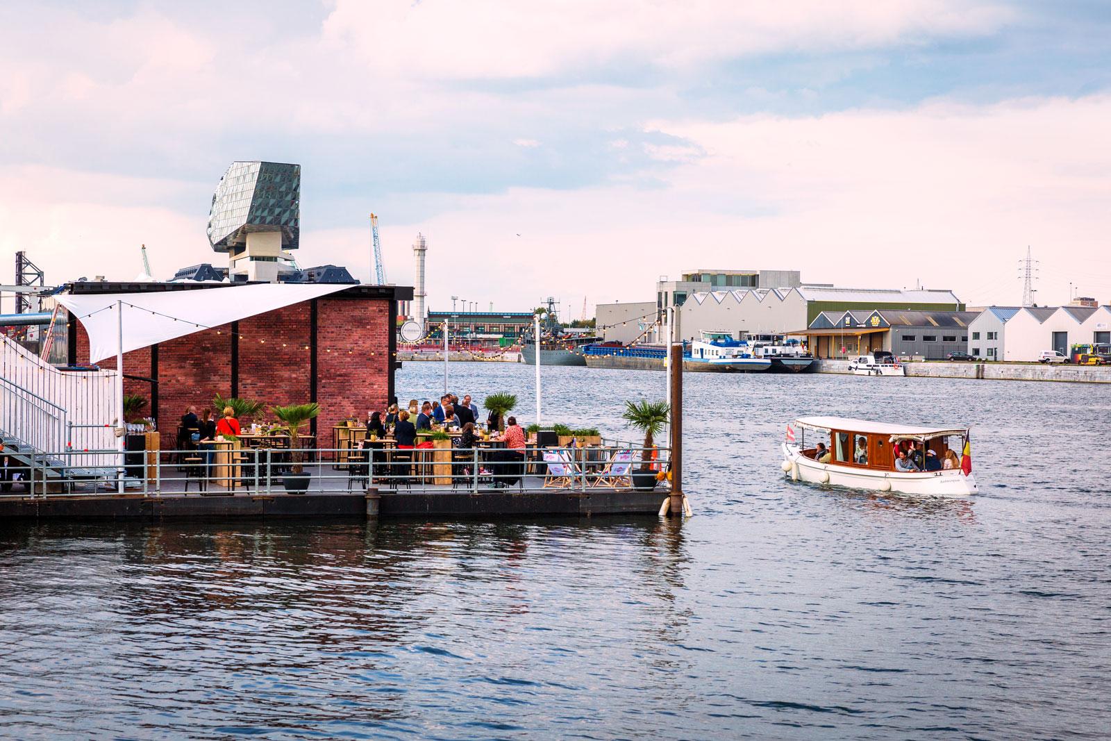 Waterfront Bar & resto op het water